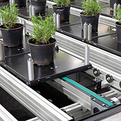 Energy-efficient plant conveyor system with the transfer system TS 2plus