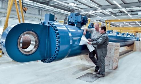 Large hydraulic marine cylinder
