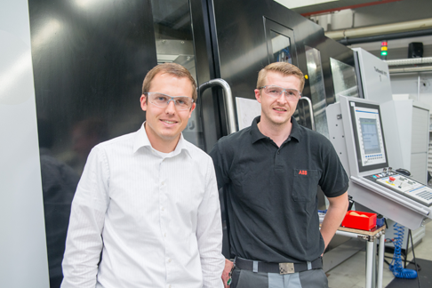 Fans of IndraMotion MTX: In Cyrill Arnet's opinion, speed, precision and service life are decisive. Eduard Kuhn, on the right, is enthusiastic about the navigation through the menu.