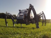 "Bosch Rexroth pomaga ""postawić robota na nogach"""