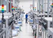 Bazując na wielu standardach w dziedzinie automatyki i informatyki oraz oferując opcję wewnętrznego